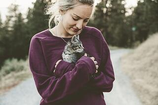 woman-with-cat.jpeg