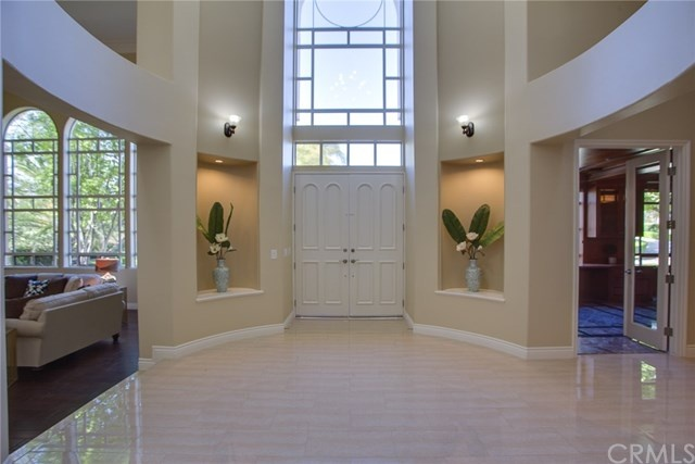 stunning 2-story entryway