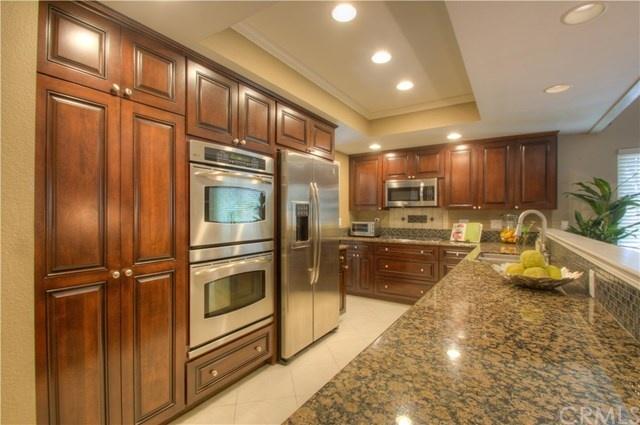 sparkling granite kitchen