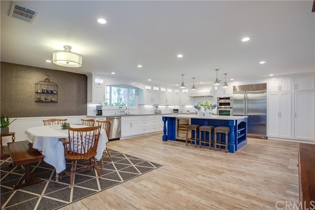 expansive and breathtaking modern gourmet kitchen