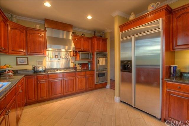sparkling gourmet kitchen