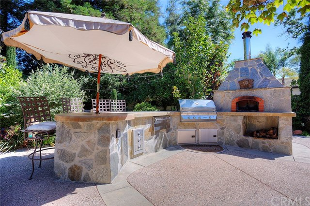 patio outdoor kitchen and oven