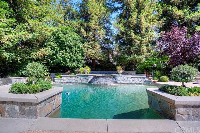 876 peninsula ave resort-style pool